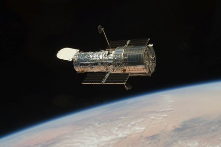 rsz_the_hubble_space_telescope_in_orbit_around_the_earth_credit_nasa